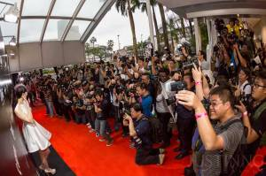 141107-onefc-singapore-paparazzi-in-action-w